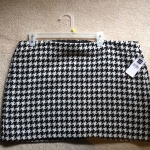 GAP new with tag black and white houndstooth skirt